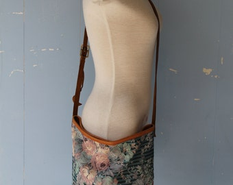 Vintage 70s Tapestry Bucket Bag/Boho/Hippie/Leather/Cross Body Bag/