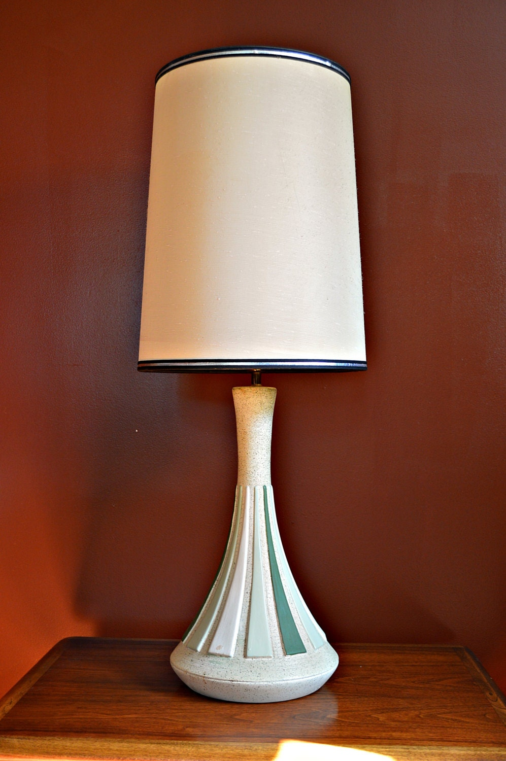 mid century retro pottery lamp with shade by dirtygirlsantiques. Black Bedroom Furniture Sets. Home Design Ideas