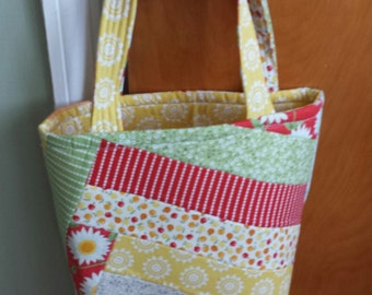 Bright and Cheery Daisy Tote Bag