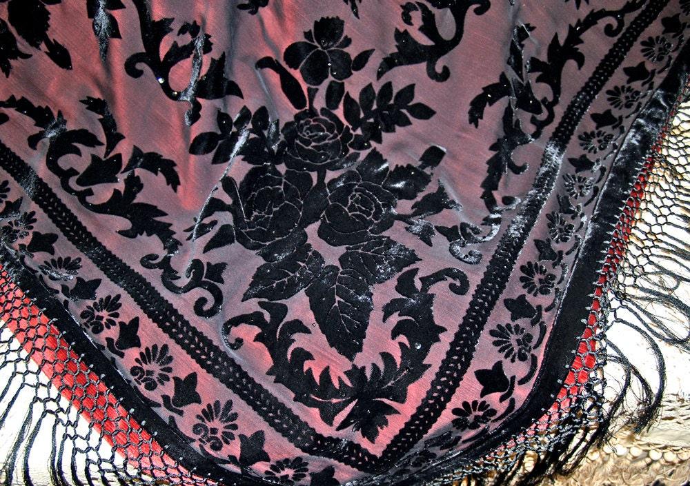 decke rot schwarze decke samtdecke vintagedecke. Black Bedroom Furniture Sets. Home Design Ideas