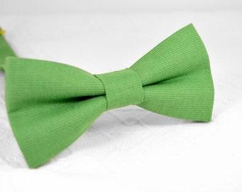 Green bow tie, fern green bow tie, grass green bow tie, clover green bow tie, mens linen bow tie, wedding bow tie, groomsmen bow tie