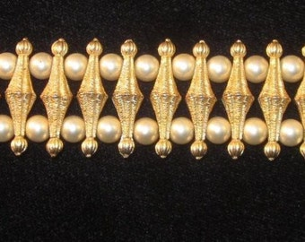 Vintage Signed CROWN TRIFARI Mid Century Modern Gold tone brushed and spun metal Bracelet with simulated Pearls