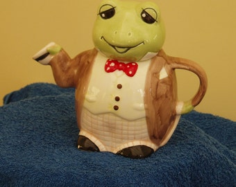 Mr Frog the Butler Teapot