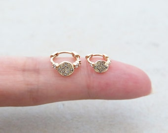 CZ hoop earring/14K Solid Gold piercing/cartilage earring/Helix piercing/Tragus piercing/Rook piercing/Daith piercing/Snug piercing/Hoop