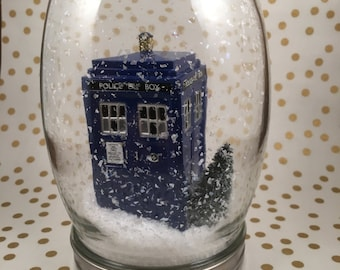 TARDIS Snow Globe - Doctor Who Inspired