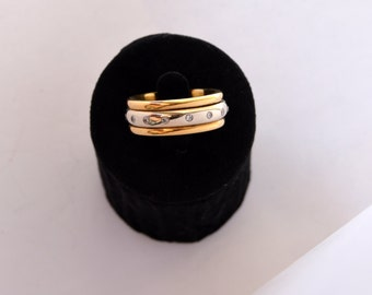 Beautiful ring in 18 k gold yellow Center another brilliant ring ring in 18 k yellow gold design and other rotating