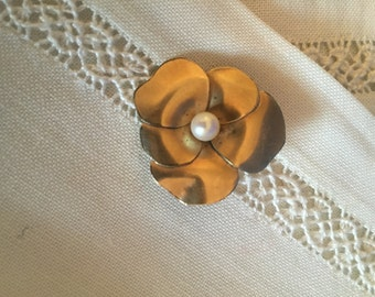 Vintage WRE Small Flower Brooch pin, estate jewelry