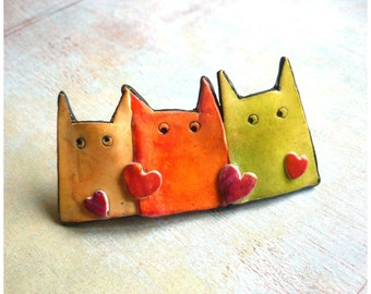 Pastel cat pin, 3 cats brooch with red hearts, Mom's jewelry gift, unique cat jewelry, colorful Gift with cat and heart, gift for cat lover