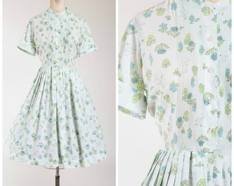 Vintage 1950s Dress • Dog Walk • Novelty Print Cotton 50s Shirtwaist Dress Size Medium