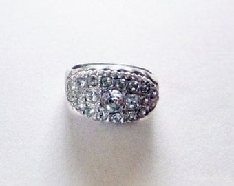 Mid-century cluster cocktail rhinestone white gold electroplate ring size 6