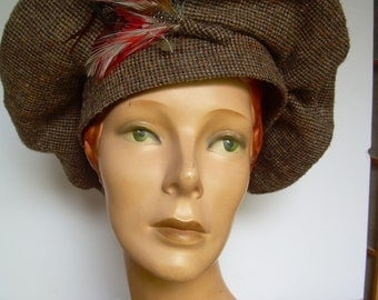 SALE!  1970s  Beret/Scottish BONNET style HAT, Brown wool/polyester with peachy flecks. Wide forehead band + feather detail. Made in Canada.