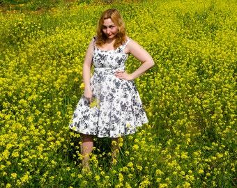 Floral Dress Black & White Retro Summer Dress with Off Shoulder Bateau Neckline Vintage Full Skirt 50s 60s Pockets