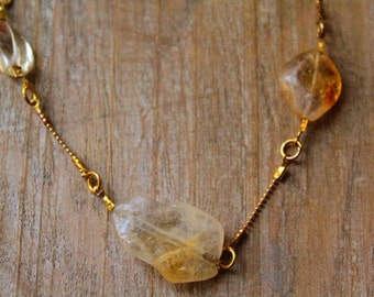 Punctuation of citrine necklace