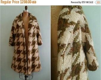 SUMMER SALE // Vintage 1960s Lilli Ann Houndstooth Swing Coat | Size Large