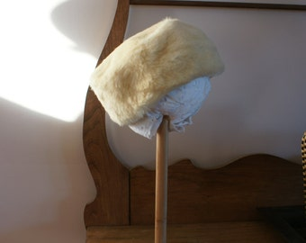 Vintage 1960's Women's Cream Colour Kangaroo Fur Pillbox Millinery Hat by Cornelius Fine Furs of Sydney