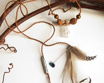 Dandelion Florets Macrame Necklace, natural feathers, rudraksha seeds - Collier macramé fleurettes de pissenlits, plumes, graines naturelles