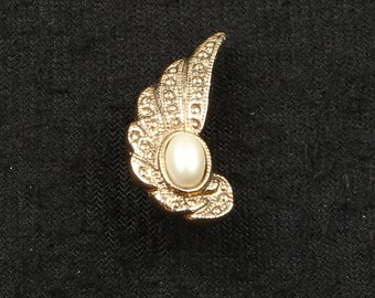 """1970's Gold Tone Textured Wing ,Faux Pearl Cabochon Stick Pin, Excellent Condition, 2-1/4"""" Long, 3/8"""" Wide, No Signage."""