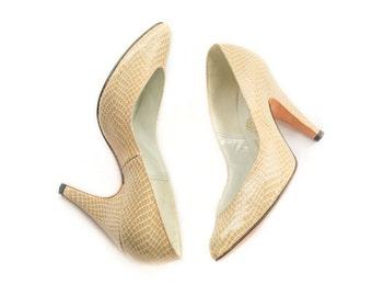 1980s tan snakeskin pattern high heels SIZE 3 1/2