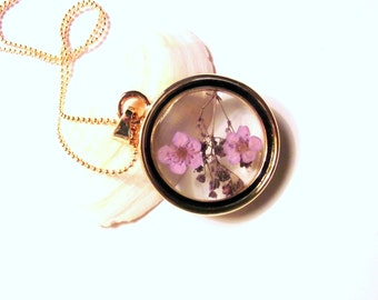 Madaillon glass pendant necklace real flowers