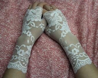 White Lace Gloves,Wedding Gloves adorned,Wedding Lace Gloves,Lace Wedding Gloves,White wedding gloves,Bridal gloves S480