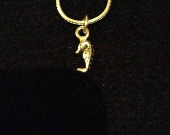 Seahorse pendant necklace (2)