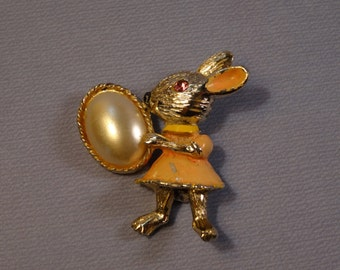 BJ Jewelry Bunny Pin with Faux Pearl
