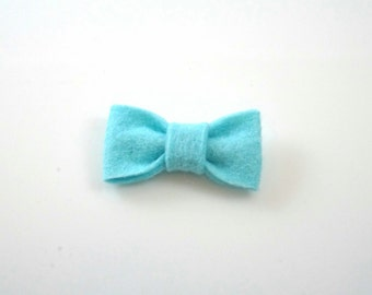 Light Blue Felt Hair Bow Barrette. Baby photo prop. Baby barrette. Toddler hair bow. Baby hair bow. Toddler hair clip. Non Slip hair clip