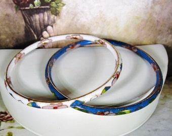 SALE 15% OFF: 1980s, One Pair of Flowered Cloisonné Blue and White Bangle Bracelets, Cloisonne Bracelets, Cloisonne Bangles, 2 Matching Set