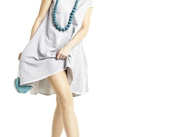 Trapezoid dress with longer back in grey
