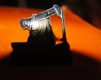 Oklahoma oil rig  hat pin