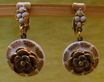 Gold and White Vintage Floral Buttons, E0202