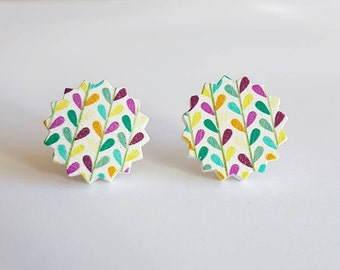 SALE Wooden cabochon flower stud earrings.
