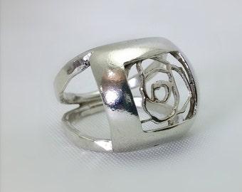 The rose flower ring