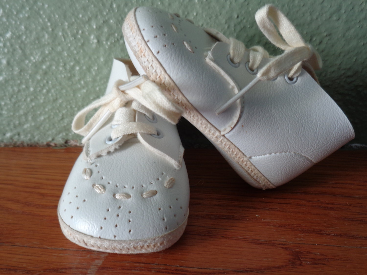 vintage baby shoes walking shoes white shoes retro shoes