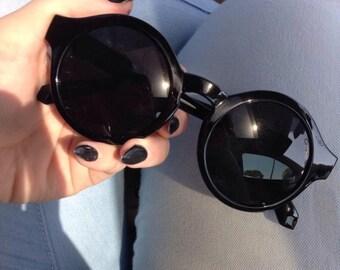 Thick Framed Round Lense Sunglasses
