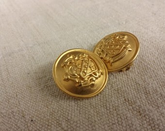 CASUAL CORNER Round Clip Earrings Gold Tone Coat of Arms Designs Vintage American Costume Jewelry