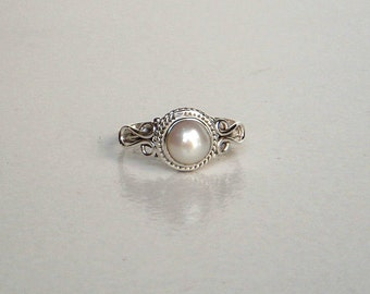 A Sterling (92.5%) Silver Ring / White Pearl Stone Silver Ring / Hand made Silver Ring / Statement Pearl Ring / Ring Size 4,5,6,7,8,9,10,11.