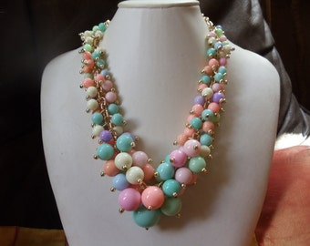 Statement necklaces vintage on umbilical pastel