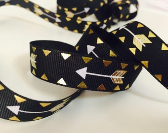 """Gold Arrow on Black Fabric Ribbon, Grosgrain 5/8"""", Metallic Pattern, Ideal for Baby and Nursery Crafts, Scrapbooks, and Patchwork Projects"""
