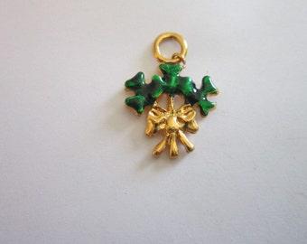 Vtg Lucky Shamrock Gold Tone & Enamel Charm Bracelet Charm