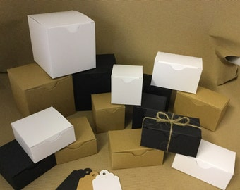 160mm x 70mm  x 70mm favour/gift boxes great for Wedding favours or small gifts. Available in Eco kraft, Black or White with gift tags
