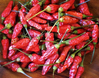 Hawaiian Chili Peppers | Organic Chilis | Dried Whole Red Hot Peppers | Grown in Hawaii | Farm Direct Herbs & Spices | 1 oz