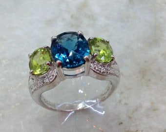 Silver Blue Topaz Ring,Peridot Ring,Vintage Blue Topaz Ring,Vintage Peridot Ring,London Blue Topaz Ring,Size 6.5 Ring,Genuine Gemstones