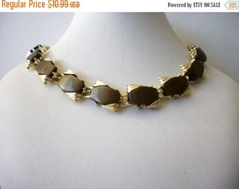 ON SALE VIntage 1960s Gold Tone Mocha Brown Lucite Beads Necklace 62816