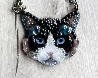 Black cat-handmade necklace of stones and beads. Black Cat-handmade necklace with stones and beads.