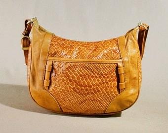 Vintage Cognac Colored Leather Bag, Shoulderbag, Shoulderpurse, Half Moon Bag, All Day Bag