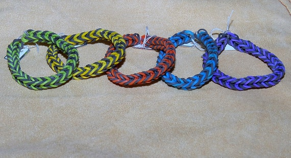 Rainbow Loom Fishtail Bracelet. Assorted Colors. Choose Yours. Great for Yourself or As A Gift.