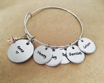 Personalized name bangle charm bracelet / Up to ten names / Grandma / Mom / Children's names / Grandchildren / gift for Nanny / Oma