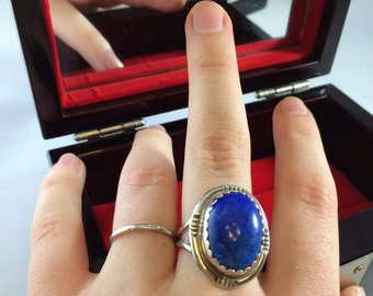Sterling silver size 9 ring with large lapis lazuli color stone marked 925 weighs 8.2 g Southwestern western Native American style