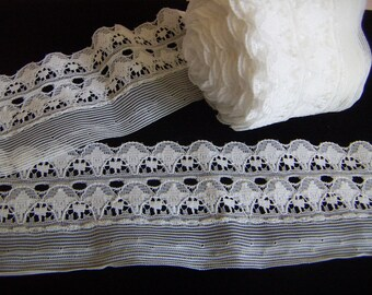 """White Lace Trim 3 or 5 yards White Lace Scalloped 2 1/4 """" Wide White Lace Fabric DIY Garment Sewing Accessories"""
